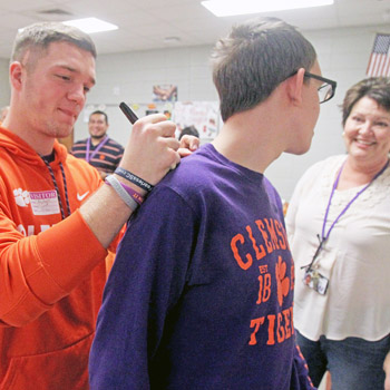 Clemson football players visit Walhalla students | Test