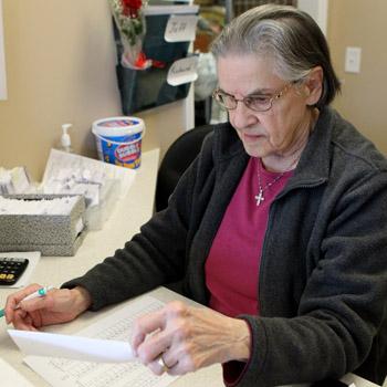 93-year-old Golden Corner Food Pantry volunteer retiring | Test