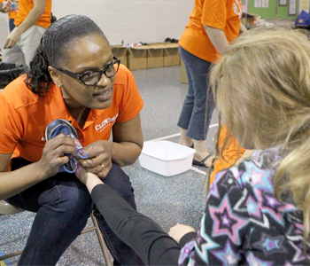 Clemson women's basketball team makes a difference at Central Elementary | Test