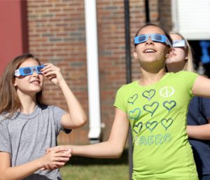 Expert: Protect eyes during eclipse | Test