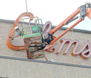 Clemson House's neon sign comes down | Test