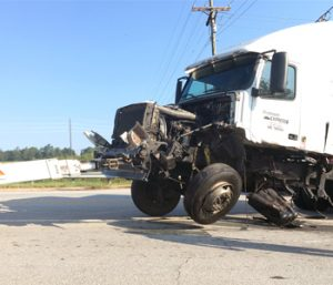 Wreck rips fuel tank off tractor-trailer | Test
