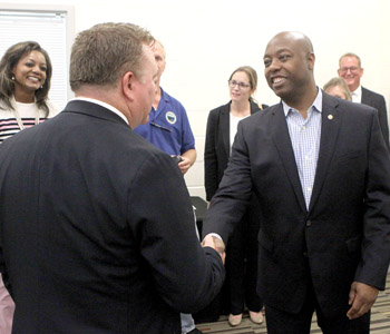 Scott promotes small government at chamber event