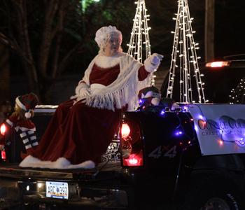 Cities kick off holiday season with Christmas parades