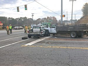 3-vehicle wreck sends 4 to hospital   Test