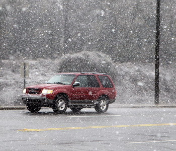 First December snow causes minor issues; closes schools, offices | Test