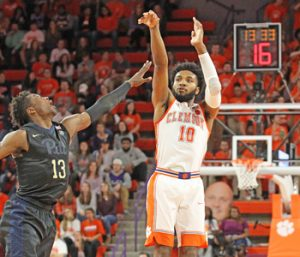 DeVoe, Tigers beat Pitt for fourth straight win