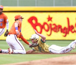 Tigers use 14-run inning to thrash Notre Dame | Test
