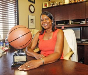 Clemson great Kennedy-Dixon succumbs to cancer   Test