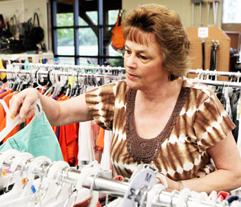 Helping Hands opens new thrift store