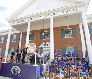 Pickens County opens centennial time capsule | Test