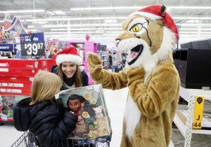 High school students take kids Christmas shopping | Test