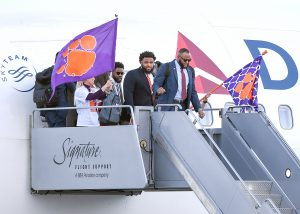 Clemson touches down in Bay Area for title game | Test