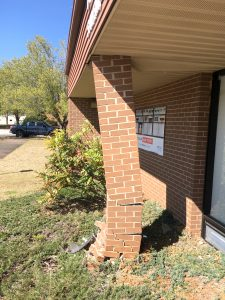 Post office briefly closed after driver hits building | Test