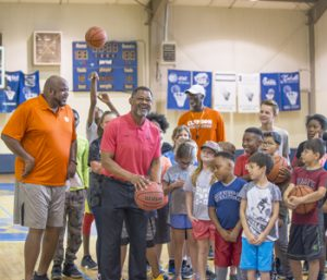 Former Tiger Trapp speaks at youth basketball camp | Test