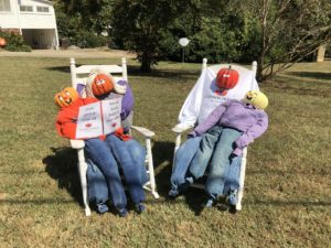 Scarecrows decorate town ahead of fall festival | Test